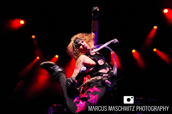 steel-panther-shepherdsbush-03