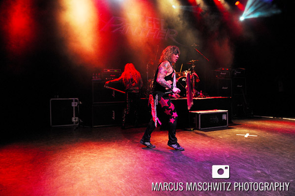 steel-panther-shepherdsbush-14